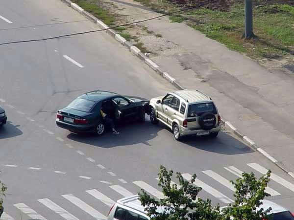 عکس های ثبت شده از تصادفات یک خیابان