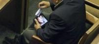 نماینده مجلس در حال دیدن فیلم مستهجن+عکس