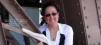 ازدواج بسیار خنده دار یک زن با برج ایفل (+عکس)