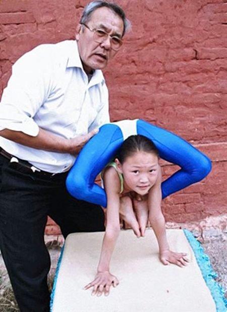 عکس های دختری با انعطاف بدنی بسیار بالا