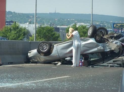 یک خانم بعد از تصادف چی کار میکنه ؟!!