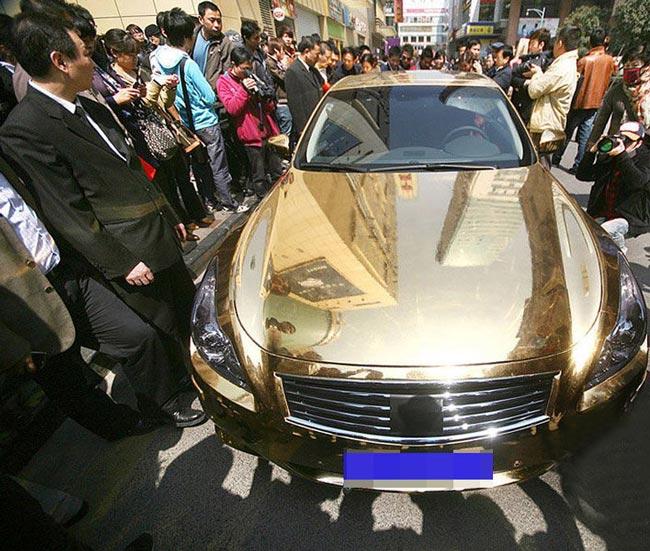 تصاویری از ماشینی از جنس طلا در چین