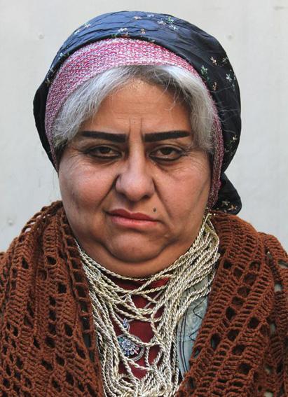 عکس های جالب رابعه اسکوئی در نقش پیرزن نزول خوار