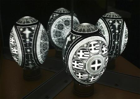 عکس های دیدنی از هنر نمایی با پوست تخم مرغ
