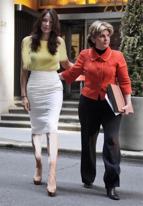 اخراج زن کارمند بانک به جرم زیبایی ( گزارش تصویری )