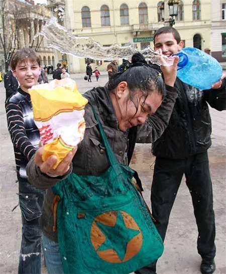 جشنی ویژه برای آزار و اذیت دخترها+عکس