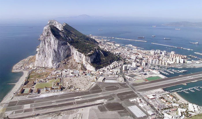 عکس هایی دیدنی از عجیب ترین فرودگاه های جهان