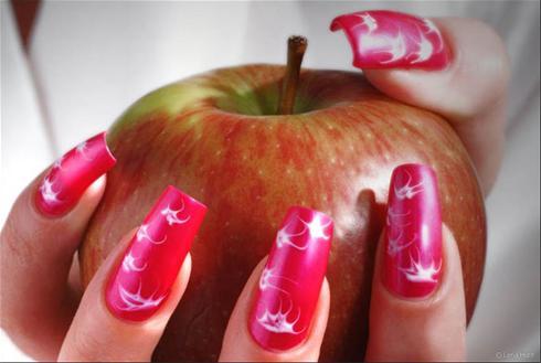 جدیدترین مدل های زیبای طراحی ومانیکور روی ناخن 2012