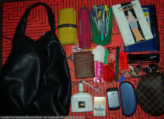 عکس هایی دیدنی از اشیاء داخل کیف خانم ها