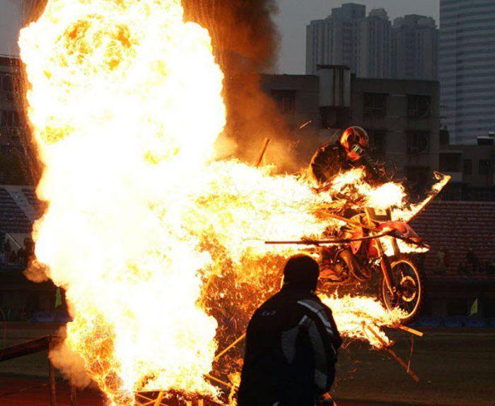عکس هایی باور نکردنی از هنرنمایی با موتور سیکلت
