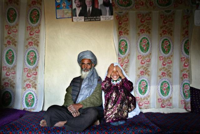 ازدواج دختران کم سن و سال+عکس