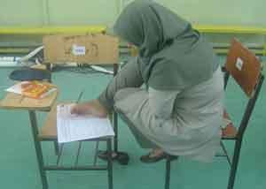 پاسخ یک دختر به سوالات آزمون کارشناسی با پا