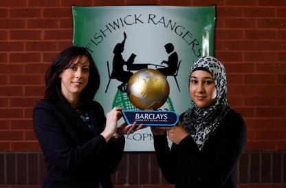 دختری که حجاب را به لیگ برتر انگلیس آورد+عکس