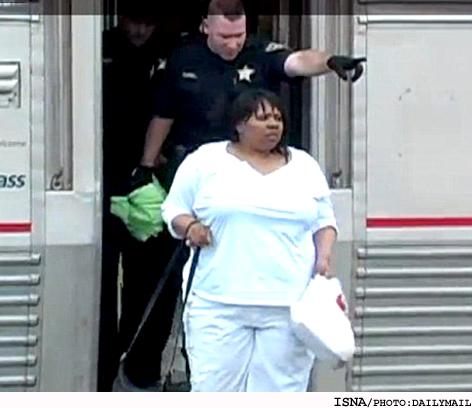 اخراج زنی از قطار بخاطر مکالمه 16 ساعتی با موبایل