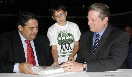 پسر ۱۳ سالهای که یک میلیون درخت کاشت + عکس