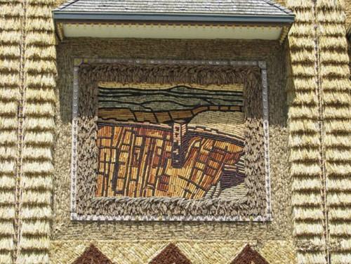 عکسهای ساختمانی که از چوب بلال ساخته شده