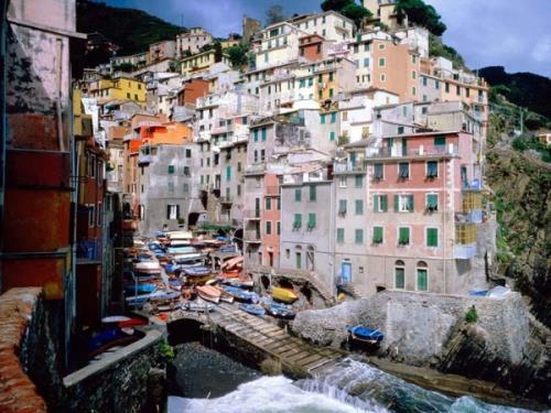 عکسهایی دیدنی از شهر های رنگارنگ جهان