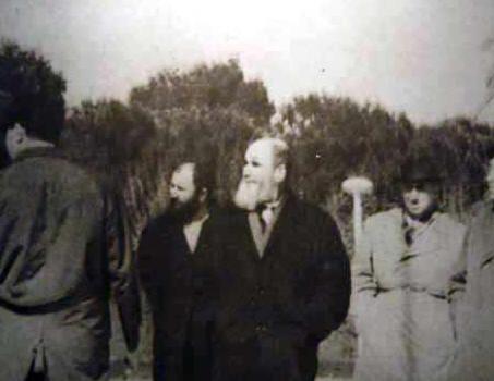 عکسی کمیاب از امام خمینی بدون لباس روحانیت