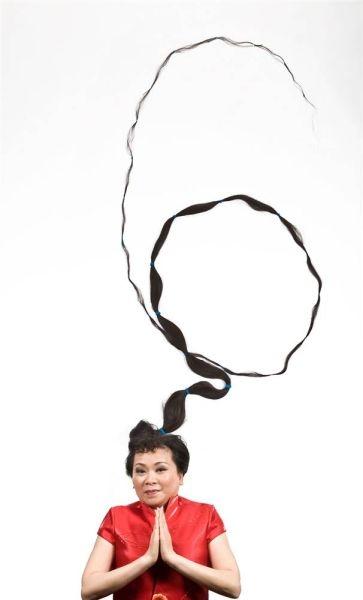 زنی با بلندترین موی جهان و 5.6 متر طول + عکس