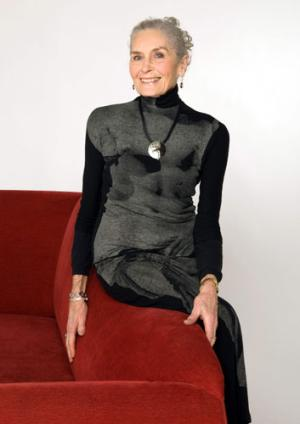 پیرترین زن مانکن جهان با ۸۲ سال سن+عکس