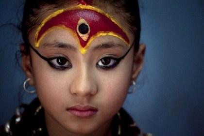 گزارش تصویری از دختری که خدای کشورش شد !!