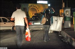 www.irannaz.com مانور دختران جلوه فروش در خیابان های تهران + عکس