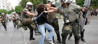برخورد شدید پلیس با یک زن (تصویری)