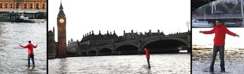 عکس های محیر العقول  مردی که روی آب می ایستد