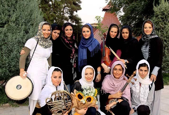 عکس هایی از اولین گروه زنان خواننده با مجوز رسمی