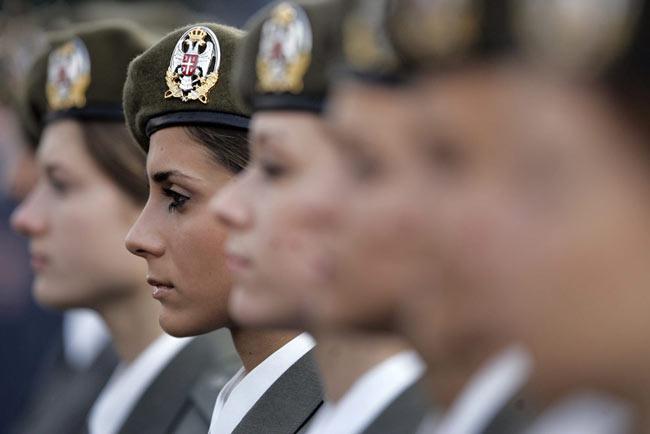 www.irananz.com عکس های دیدنی از زنان نظامی کشورهای مختلف