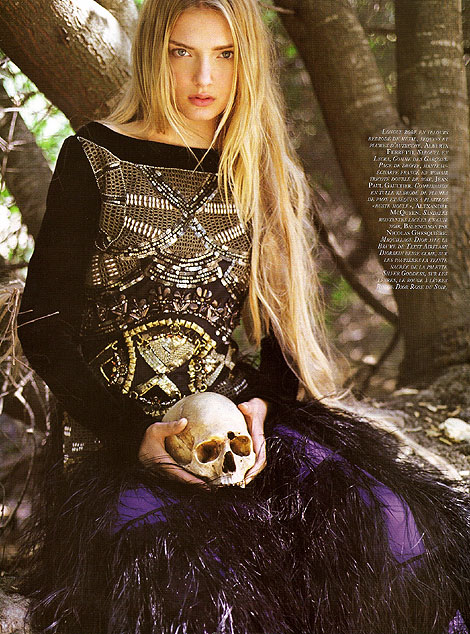 عکس هایی از دختری زیبا كه شیطان پرست شد !!