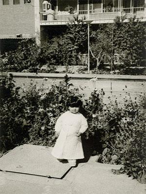 عکس هایی دیدنی و زیبا از کودکی ماهایا پطروسیان
