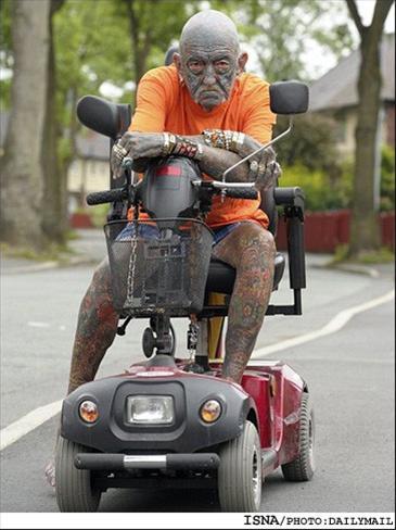 مردی 69 ساله سلطان خالکوبی جهان شد +عکس