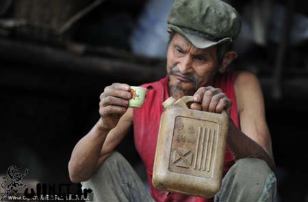 مرد بنزینی را بشناسید (کارت سوخت کم داره)+عکس