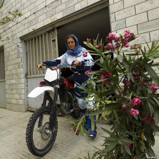 اولین مادر و دختر موتور سوار ایرانی + تصاویر دیدنی
