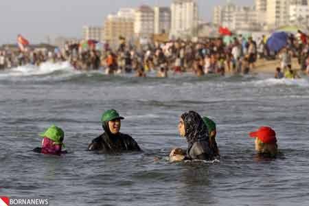 عکس هایی دیدنی از شنای زنان در سواحل غزه