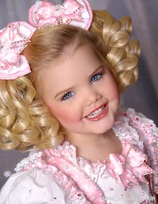 عکسهای دیدنی از دختری که ملکه زیبایی کودکان شد