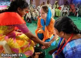 ازدواج زن سی ساله هندی با یک مار کبری +عکس