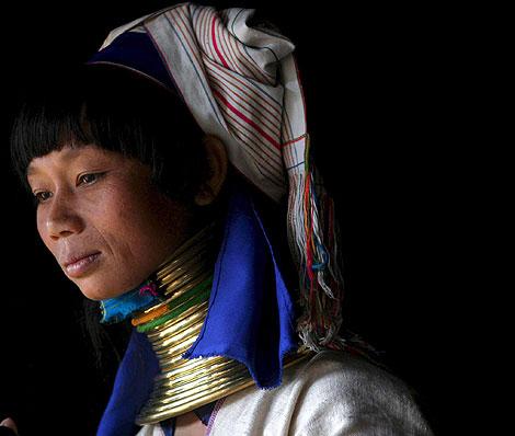 زنانی زیبا برای جذب توریست در کشور تایلند + عکس