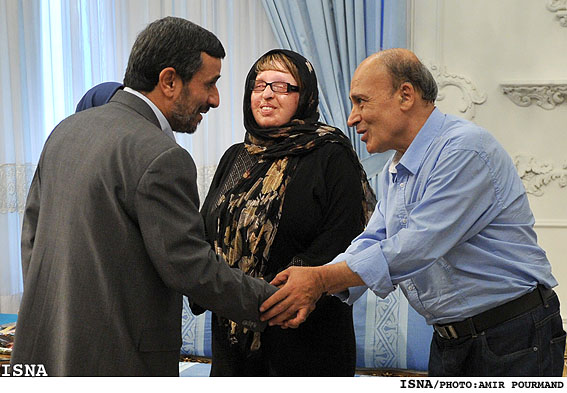 تقدیر احمدی نژاد از آمنه بهرامی + گزارش تصویری