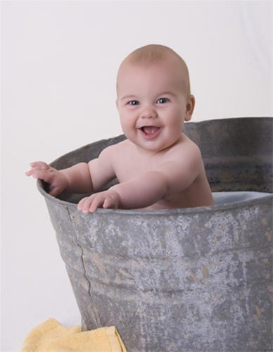 عکس هایی لو رفته و جالب از حمام کردن یک آقا پسر
