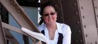 ازدواج خنده دار زنی آمریکایی با برج ایفل در پاریس!!