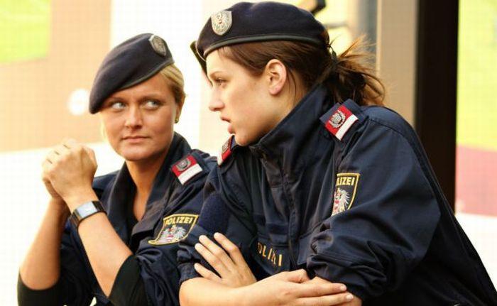 عکس های افسران پلیس زن در دیگر کشورها
