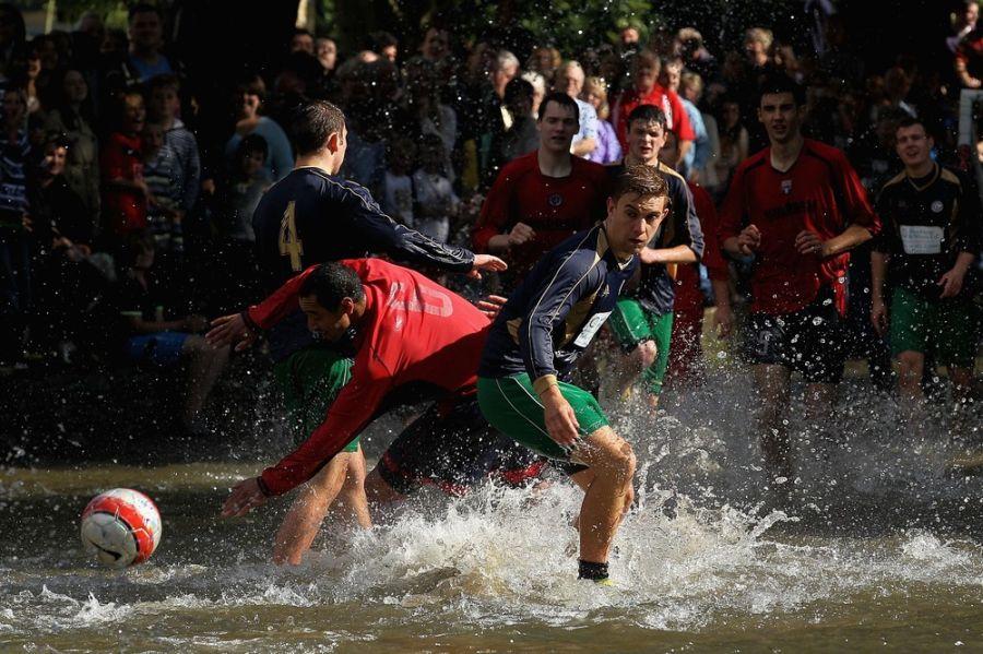 عکس هایی از فوتبال رودخانه ایی در انگلیس