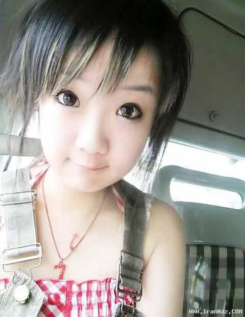 عکس های دختری 22 ساله که 4 ساله به نظر می آید