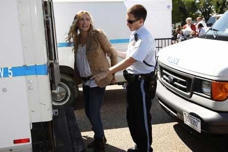 عکس هایی از بازداشت بازیگر زن معروف هالیوود