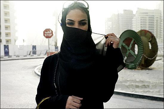 بی حجابی علنی دختران سعودی در جده!! (تصویری)