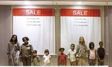 خرید و فروش دختران در خیابان های این شهر +عکس
