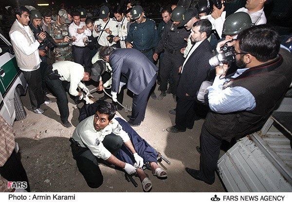 عکس هایی از مراسم اعدام قاتل روح ا... داداشی