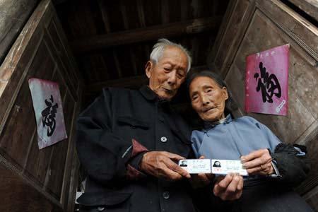 80 سال زندگی عاشقانه یک زن و شوهر پیر +عکس